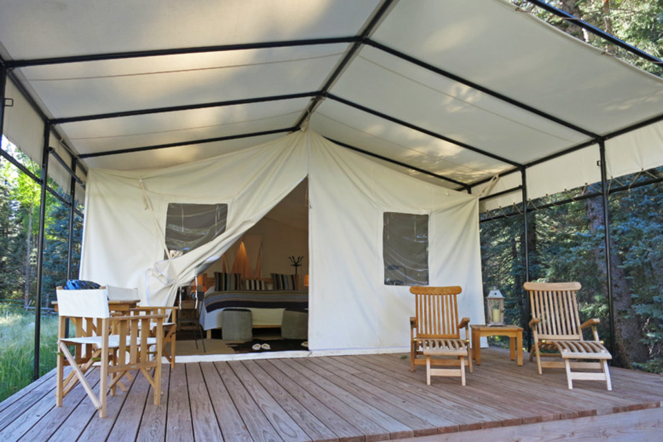 The Cheadle's multi-story tent home overlooking Highway 101 in Menlo Park, CA